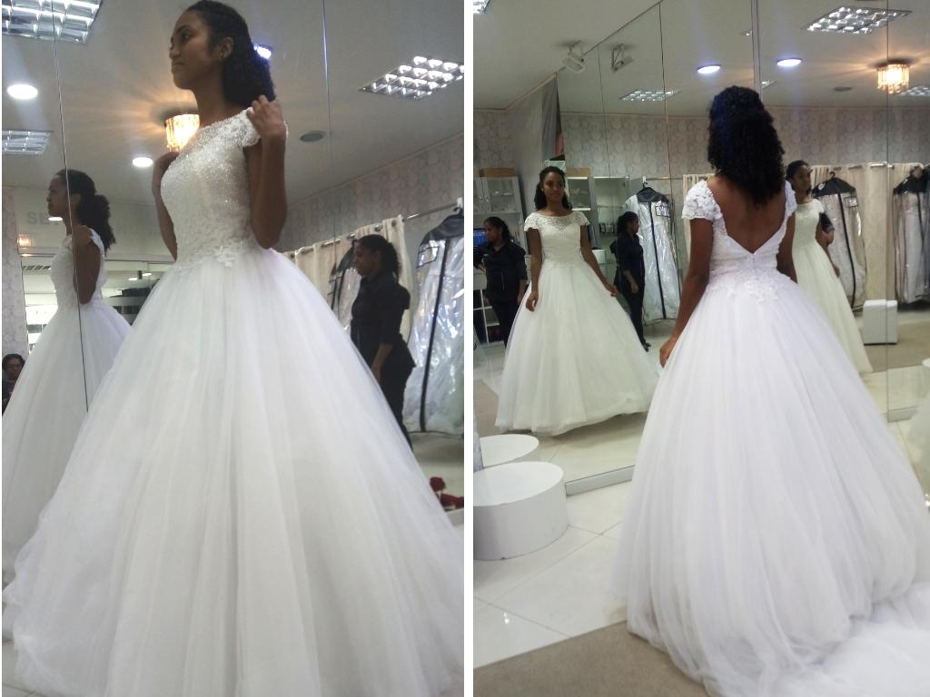 Provando vestidos de noiva - Cida Cachos